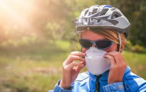 Na rower w masce? Nie wszędzie