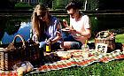Pomysł na majówkę: zamów kosz piknikowy z restauracji