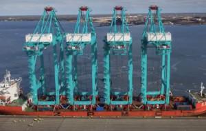 Suwnice płyną z Gdyni do USA
