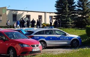 SM Ujeścisko. Były zarząd siłą wszedł do budynku. Jeden z mężczyzn miał broń gazową