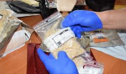 350 paczek z narkotykami i dopalaczami