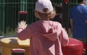 Jak dzieci korzystają z placów zabaw? Na co zwrócić uwagę?