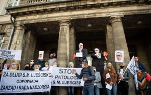 Protest mieszkańców spółdzielni Ujeścisko przed prokuraturą w Gdańsku