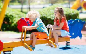 Co z opieką w wakacje dla dzieci? Rodzice muszą przygotować się na trudny czas