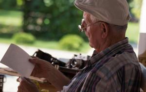 Nie dostał na piwo, wykręcił 80-latkowi ręce i zabrał oszczędności