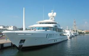 """Luksusowy jacht """"New Secret"""" zacumował w Gdyni"""