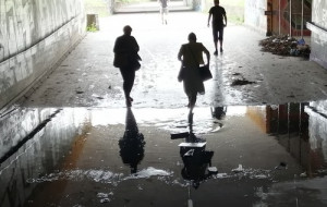Zapomniany tunel ze stojącą wodą