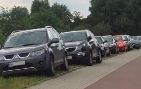 Zamiast wlepiać działkowiczom mandaty, stworzą miejsca parkingowe