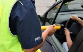 Pijany 19-latek wypożyczył auto przez aplikację matki i uderzył w znak