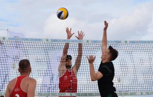 Propozycje na aktywny weekend. Siatkówka na plaży, rolki, joga i orientacja