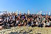 Siatkarze Trefla na plaży z kibicami