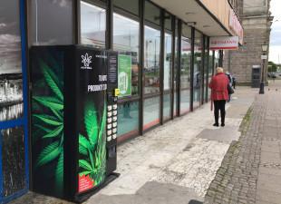 Coraz więcej automatów z suszem konopnym w Trójmieście