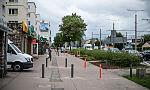 Gdynia: kolejne słupki na chodniku przy ul. Morskiej