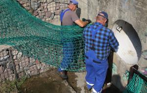 Zastawiają nowe pułapki na śmieci w wodzie