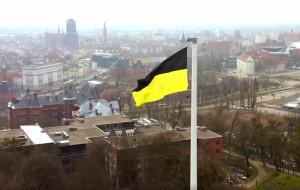 Flaga kaszubska załopocze nad Górą Gradową