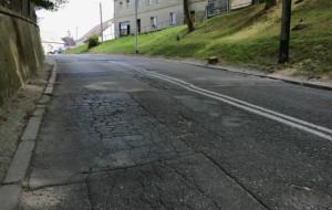 Oksywie: remont zniszczonej ulicy przy cmentarzu