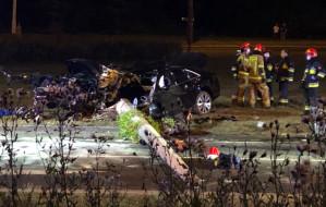 Śmiertelny wypadek przy ul. Wielkopolskiej w Gdyni. Samochód wjechał w słup