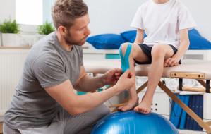 Bezpłatna rehabilitacja w domu. Jak z niej skorzystać?