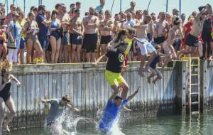 Jedyna okazja na skok z mola do morza