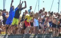 Skoczyli z mola do morza. Zebrali ponad 14...