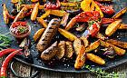 Okiem dietetyka: wegańskie odpowiedniki mięsa. Czy sojowe kiełbaski są zdrowe?