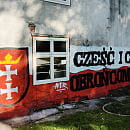 Zabytek zniszczony patriotycznym muralem