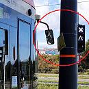 Słup, o który zawadzają tramwaje, przesuną dopiero za kilka lat