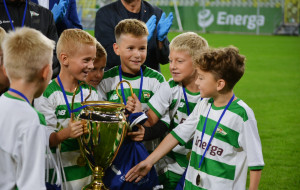 8-latkowie na Stadionie Energa Gdańsk. Puchary dla Lechii i Akademii Piłkarskiej