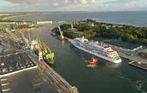 Pierwszy w tym sezonie wycieczkowiec wszedł do Portu Gdańsk
