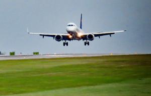 Coraz więcej lotów i pasażerów na lotnisku