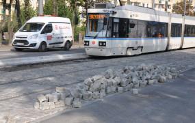 Kamienna kostka wykoleiła tramwaj na Stogach. Koniec remontu za dwa tygodnie