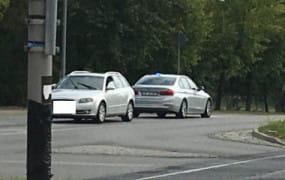 Pijany policjant zasnął w aucie na skrzyżowaniu