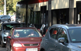 Ul. Piramowicza: paraliż komunikacji miejskiej po odwróceniu ruchu