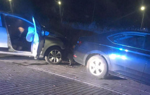 """Pijany 19-latek uciekał autem """"na minuty"""" i wjechał w inne auto"""