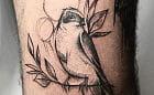 Sztuka ozdabiania ciała: czarno-białe tatuaże