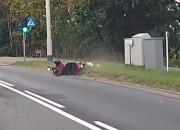 Uderzył w motorowerzystę i odjechał. Po mandat stawił się na komendzie