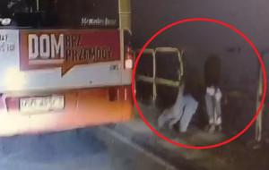 Bijatyka przeniosła się z autobusu na przystanek