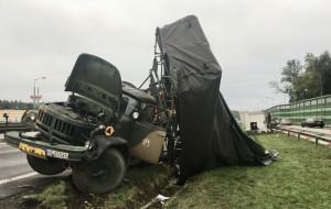 Wypadek wojskowej ciężarówki i tira na obwodnicy