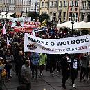 Rozwiązano marsz antycovidowców. Powodem brak maseczek