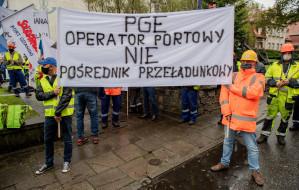 """""""Nasz zakład umiera"""". Pracownicy Portu Gdańskiego Eksploatacji znów protestują"""
