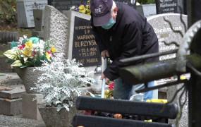Cmentarze otwarte we Wszystkich Świętych. Rozłóżmy wizyty na kilka dni
