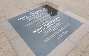 Tablica pamięci Pawła Adamowicza już wyczyszczona