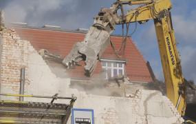 Znika budynek po barze mlecznym. Będzie niewielki biurowiec