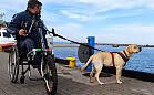 Michał Drzewucki chce dogonić psa. Potrzebny mu wózek z przystawką rowerową