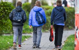 Rząd wprowadza obostrzenia, rodzice uważają je za absurdalne i chaotyczne