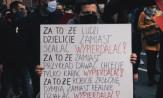 """Dlaczego """"wyp*******ć"""" wybrzmiało najgłośniej? O hasłach skandowanych podczas protestów"""