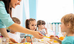 Co z obiadami w szkołach w przypadku nauki zdalnej?
