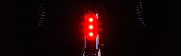 Nie tylko lampki. Bądź widoczny i bezpieczny na rowerze
