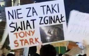 Hasztagi na plakaty. O czym i do kogo krzyczą protestujący?