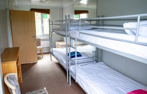 Bezdomni korzystają z ośrodka kwarantanny na Chełmie